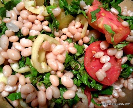 Овощной салат с фасолью1