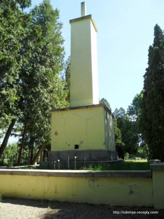 Венгрия, г.Сомбатхэй, военное кладбище памятник советским солдатам