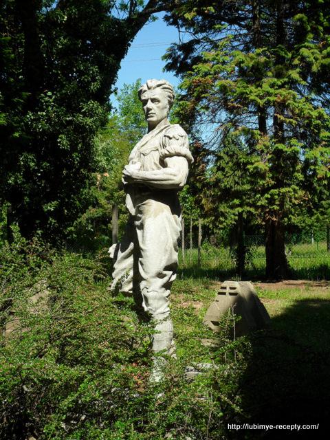 Венгрия, г.Сомбатхэй, военное кладбище, скульптура