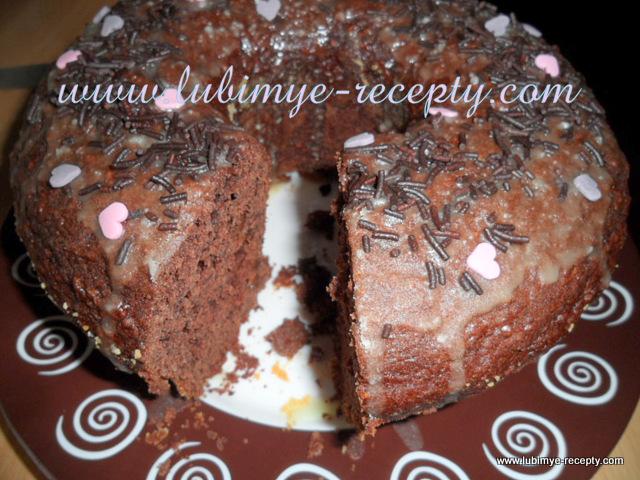 Шоколадный кекс на яблоках