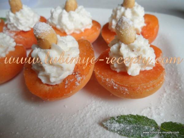 Венгерский десерт - абрикосы с творогом, мёдом, орехами и корицей