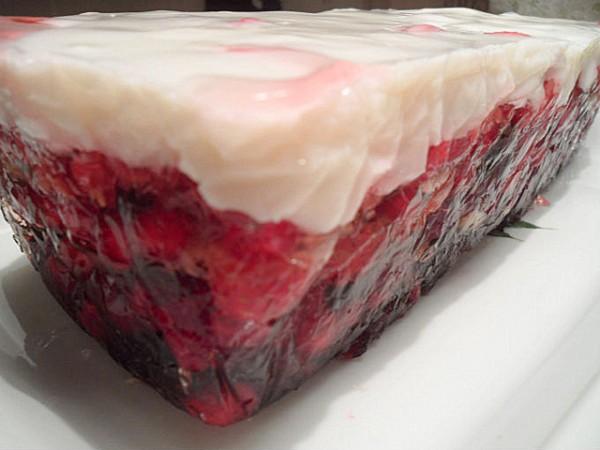 Ягодно-фруктовый десерт из Англии