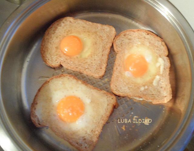 хлеб, яйца