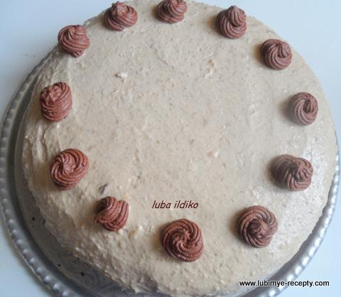шоколадный бисквит, крем халвичный