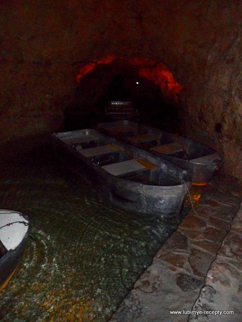 Венгрия.Таполца. Подземное озеро лодка