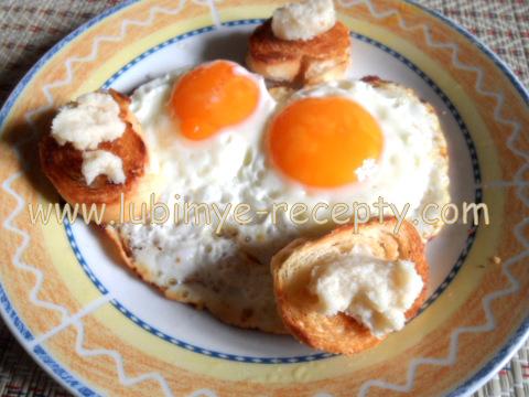 Яичница с сухариками и хреном по-чешски