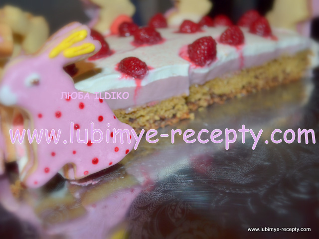 """Малиновый торт-призёр с печеньем """"Пасхальные мартовские зайцы"""""""