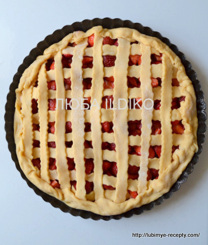 Пирог с клубникой 3