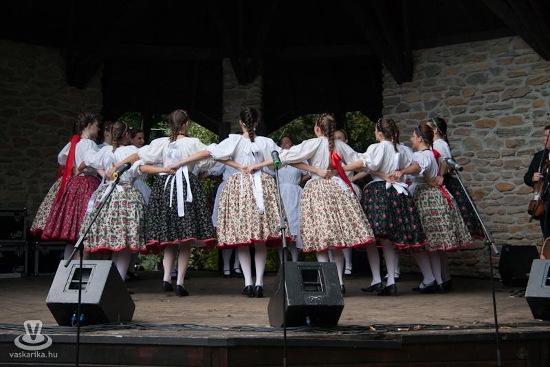 Foto Vengrii. Vengerskiy kashtanovyy festival' v oktyabre