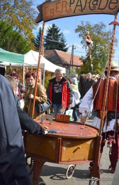 Foto Vengrii. Vengerskiy kashtanovyy festival' v oktyabre 1