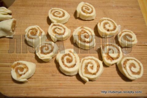 Улитки из слоёного теста с яблочно-ореховой начинкой 3