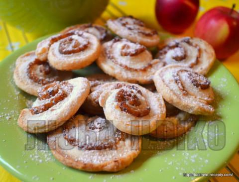 Улитки из слоёного теста с яблочно-ореховой начинкой