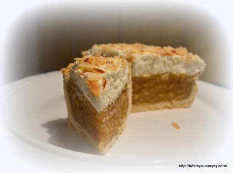 Яблочно-винный высокий торт со взбитыми сливками