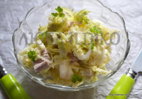 Салат с пекинской капустой и ананасом