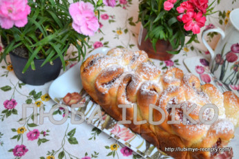 Дрожжевой пирог - роза с вареньем в хлебопечке