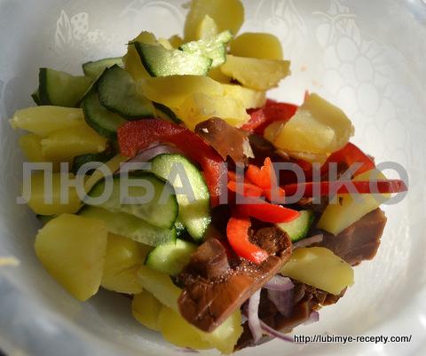 """Салат с маринованными грибами """"Кодру"""" 3"""
