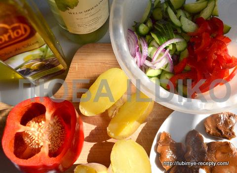 """Салат с маринованными грибами """"Кодру"""""""