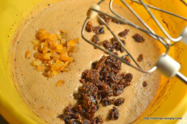 Приготовление шоколадного кекса с изюмом
