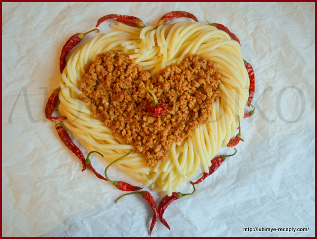 Вермишель в форме сердца с перчиком