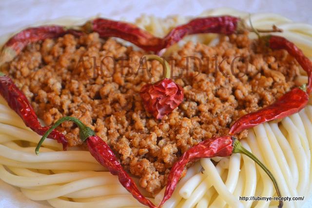 Вермишель в форме сердца с перцем