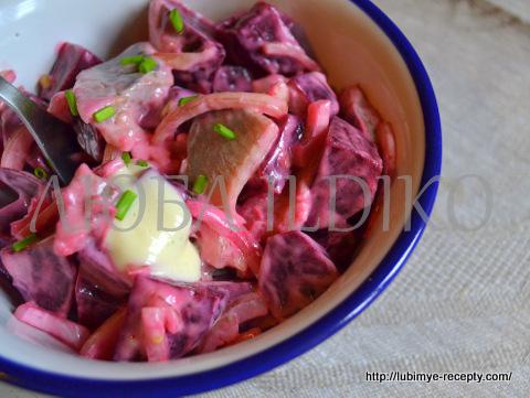 Салат из свеклы и селёдки3