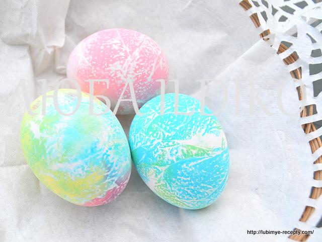 Как красиво покрасить яйца5