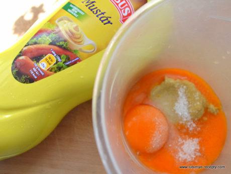 Рецепт вкусного салата с морской капустой и яйцом5